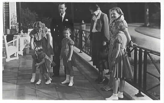 On 19 juni 1950 Anna Eleanor visited the Royal family, Queen  Juliana, prins Bernard and children.