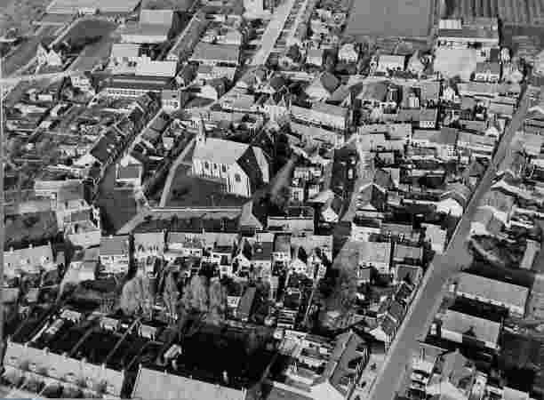 Luchtfoto Oud-Vossemeer,Roosevelthuis is  afgebroken