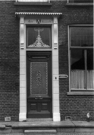 De karakteristieke  voordeur van het Roosevelthuis